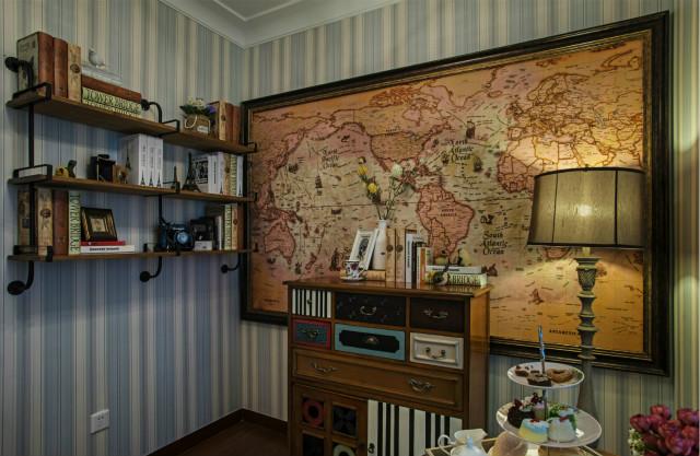 充满文化气息的书房,墙上的地图画框,书架上的书籍,五一不体现出居室主人的生活品味。