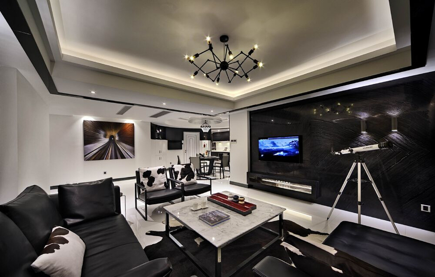 客厅以黑色为主,大理石茶几造型简单,气质独特。