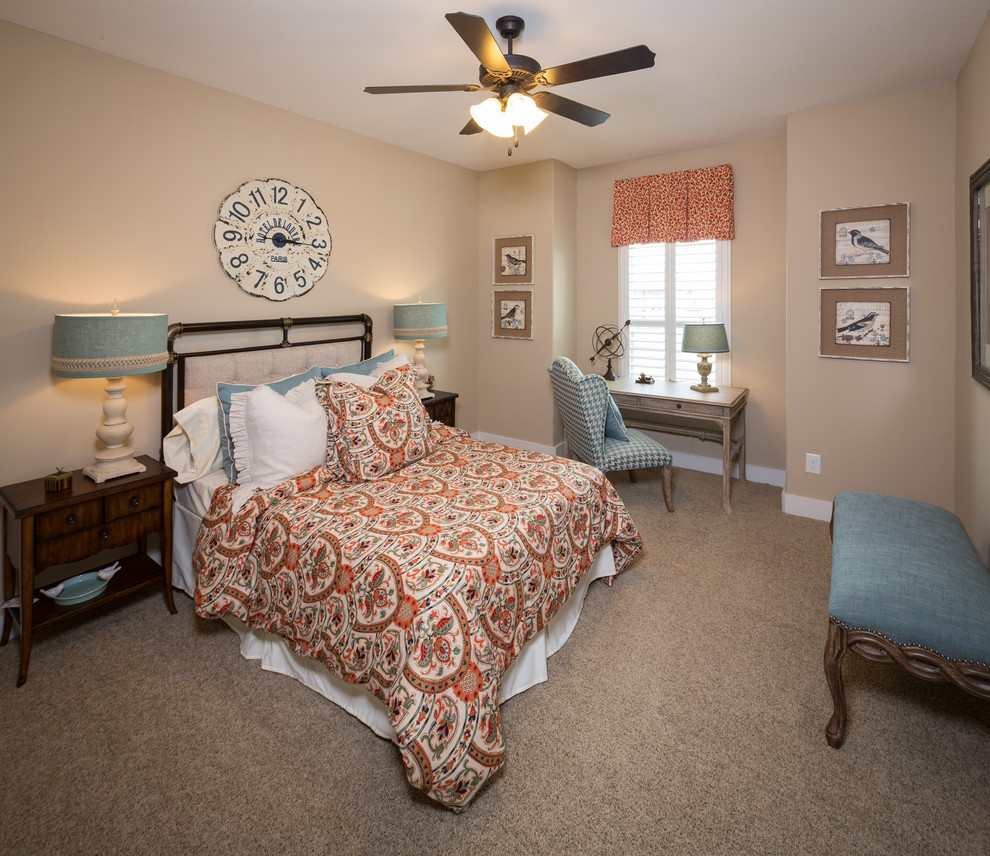 卧室选择直逼自然的柔和色彩,在组合设计上注意空间搭配,充分利用每一寸空间。