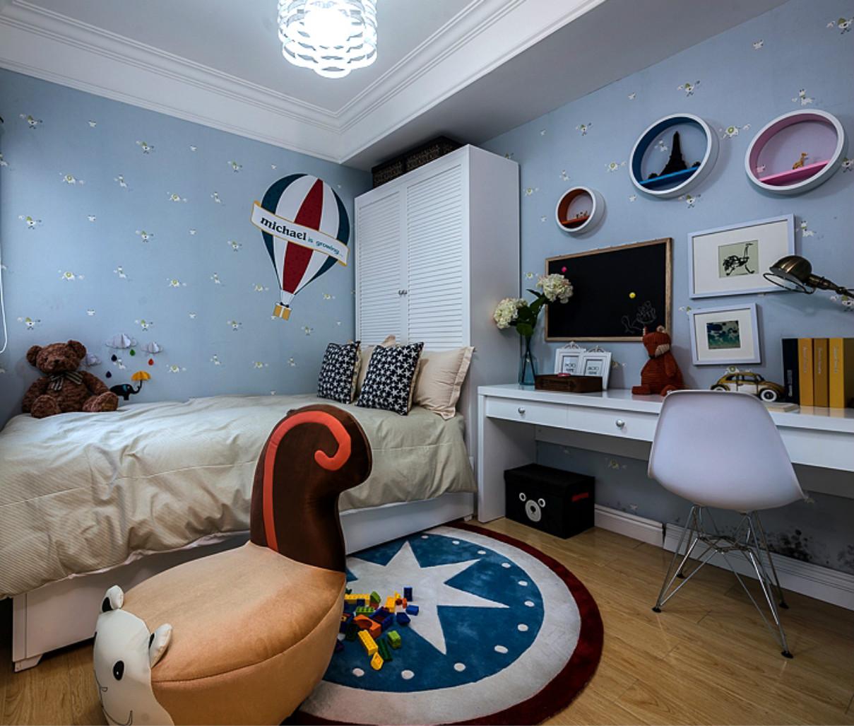 次卧则是孩子的房间,空间的装饰给整个空间带进了不少温馨。