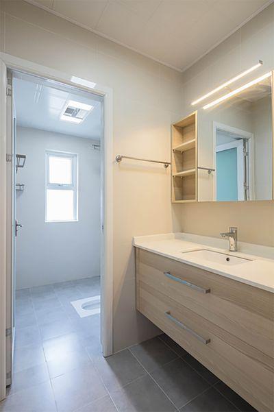 卫生间做了很传统的干湿分离,得益于房子充足的面积,同样的把功能放大并突出。