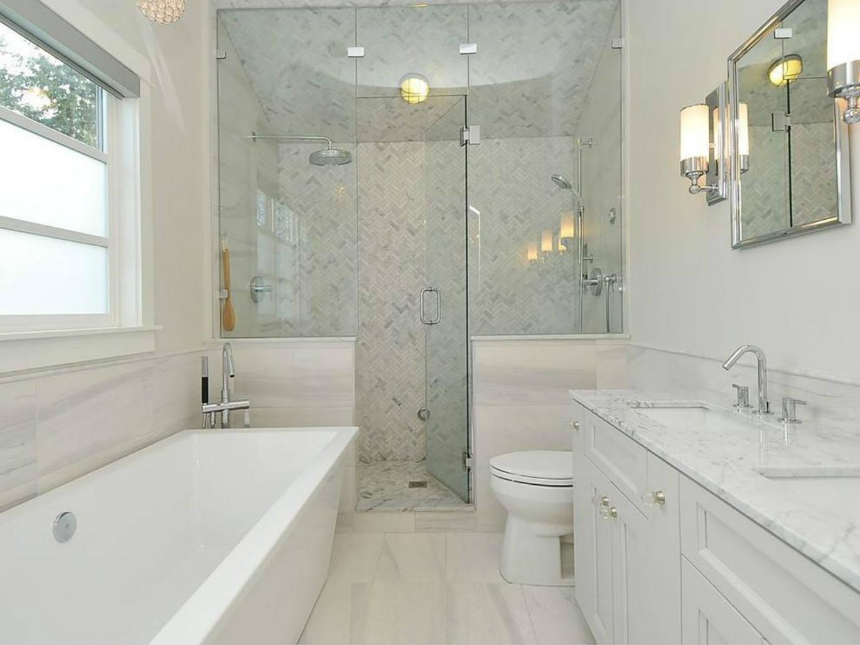 卫生间很是干净整洁,干湿分离,洗浴台下方做了很好的收纳