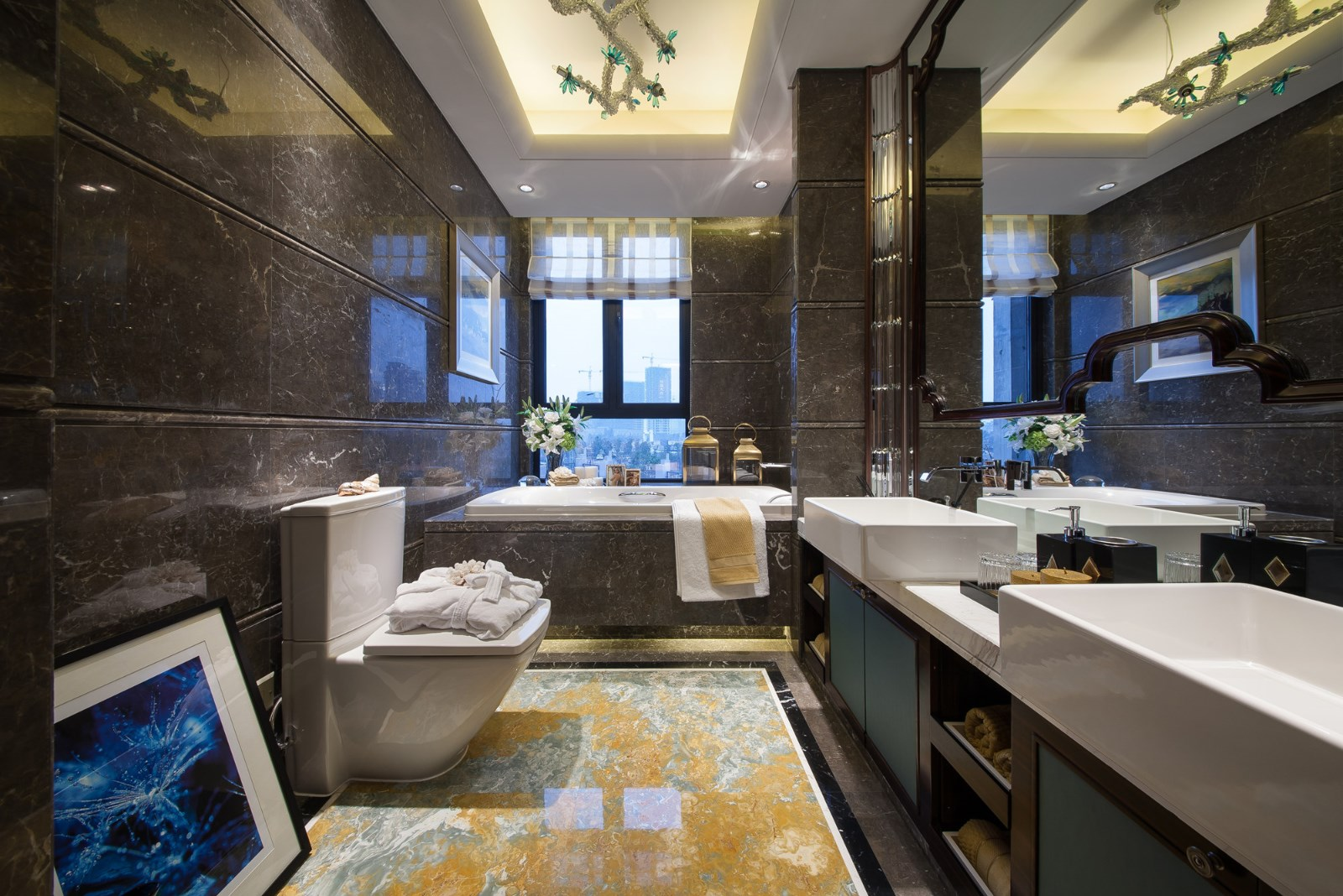 卫生间双台设计,方便一家人的正常使用;每天下班之后泡一个美美的澡澡,也是非常惬意舒适的~