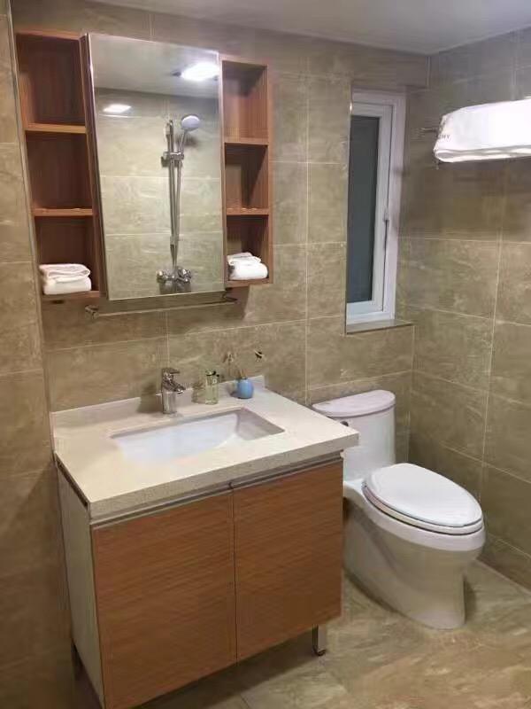 标配的卫生间,简单干净,紧凑有序,满足各种功能的生活需求。
