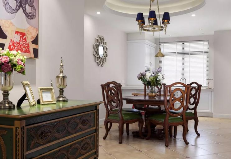 餐厅墙面也是一如既往的简约,餐桌椅本身颜色和造型的装饰力就已经足够了。