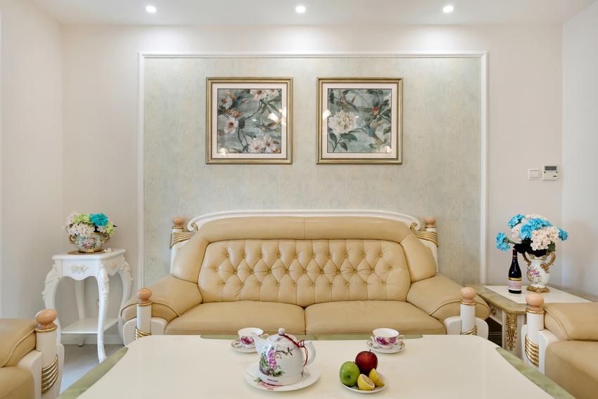 特别是这款米黄的沙发,雍容华贵,犹如坐着的笑口罗汉,欢迎你的到来。