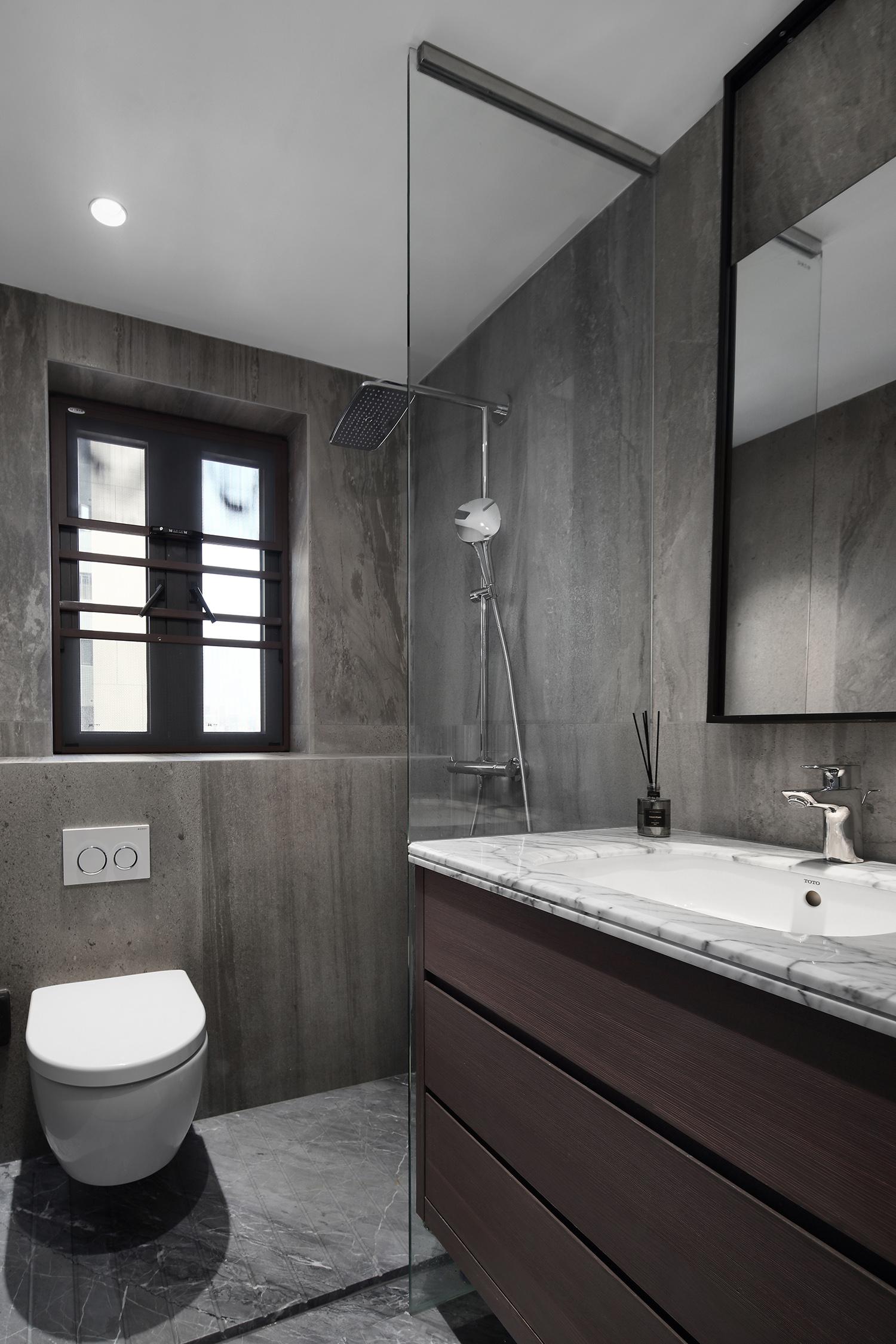 卫生间面積紧凑,使用了半隔断干湿分离设计,更方便主人日常打扫。