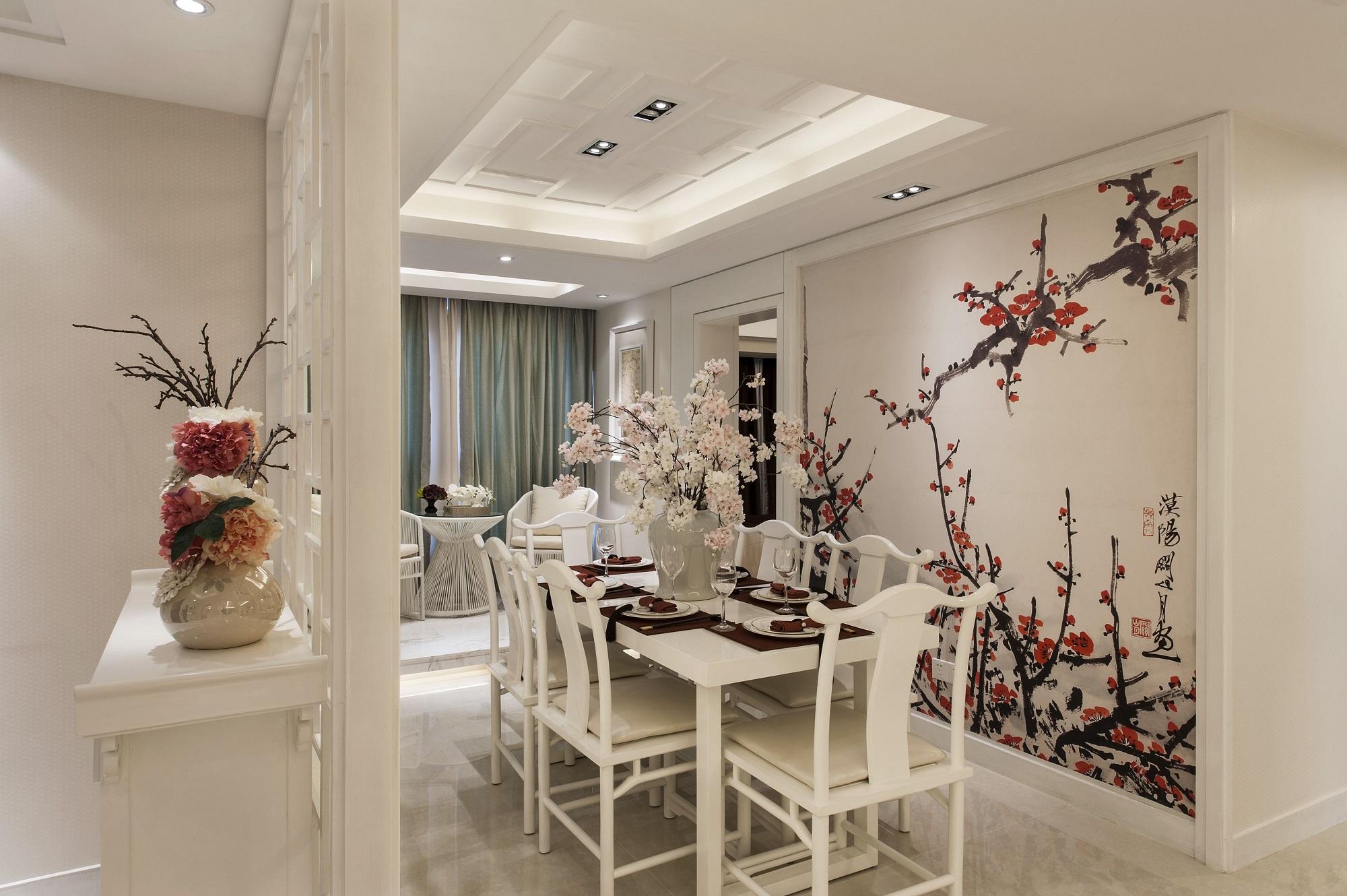 餐厅延续整体空间的格调,梅花图案的背景墙将中式特点体现的淋漓尽致,也为素雅的空间起到了画龙点睛的作用