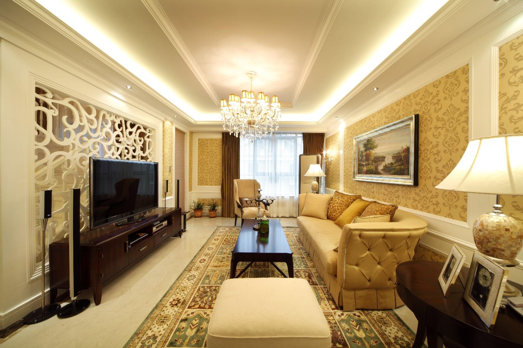 整个客厅的设计都是比较简单的,简洁的硬装和多彩的软装搭配出一个舒适的客厅空间