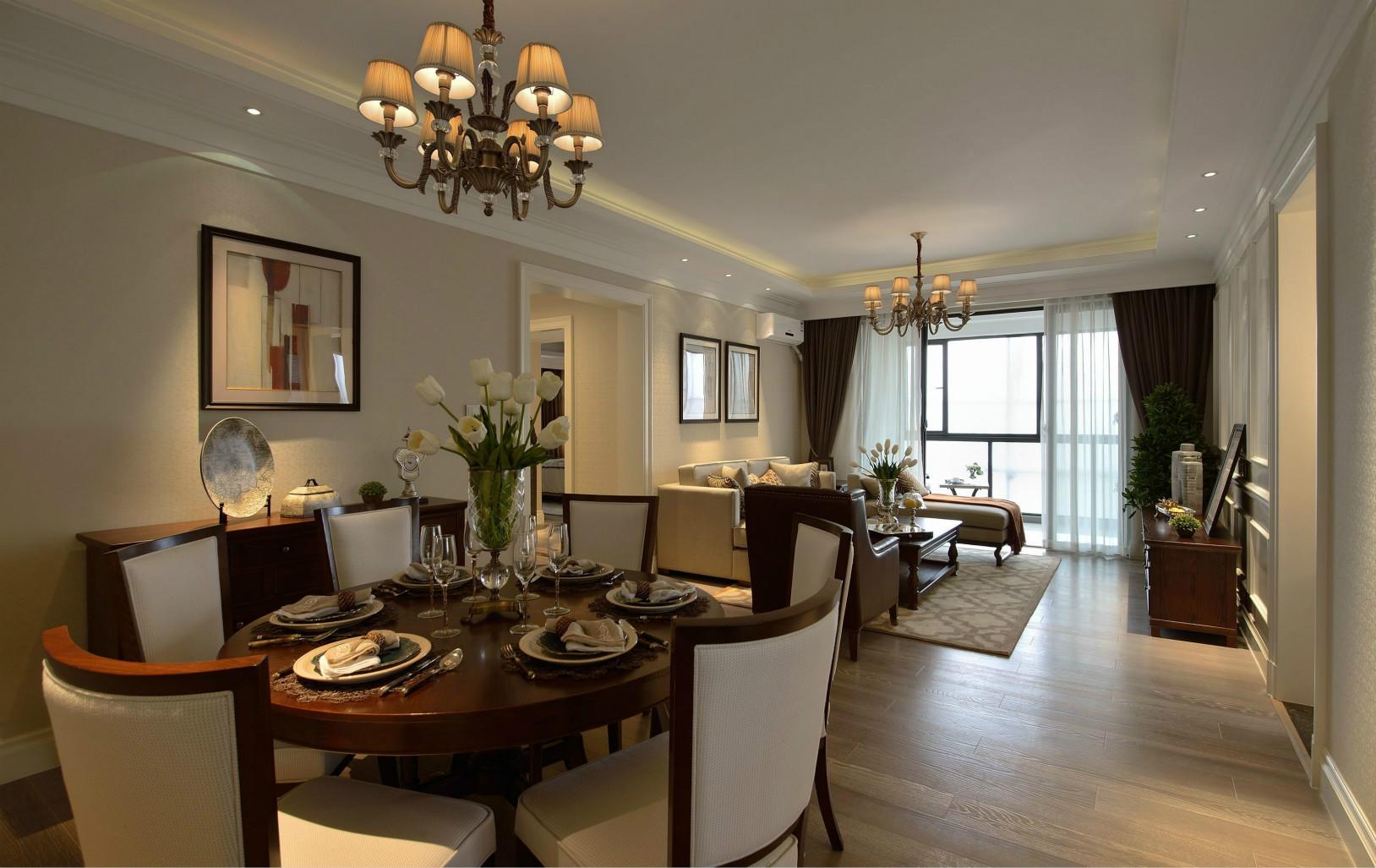 餐厅开放式的显得整体空间很大,得益于南北通透的户型,使得室内光线和通风都极佳