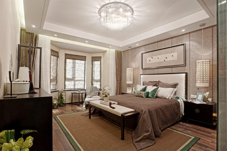 主卧美式风格的床头柜、灯具为空间带来精致感,提升了卧室整体设计的格调。