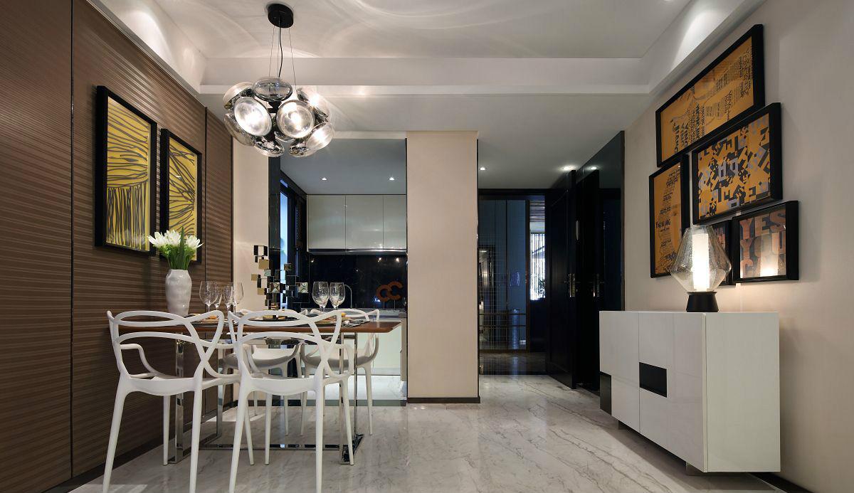 厨餐厅两者在同一个空间区域中,其中设计新颖的是餐厅顶面精致的吊灯