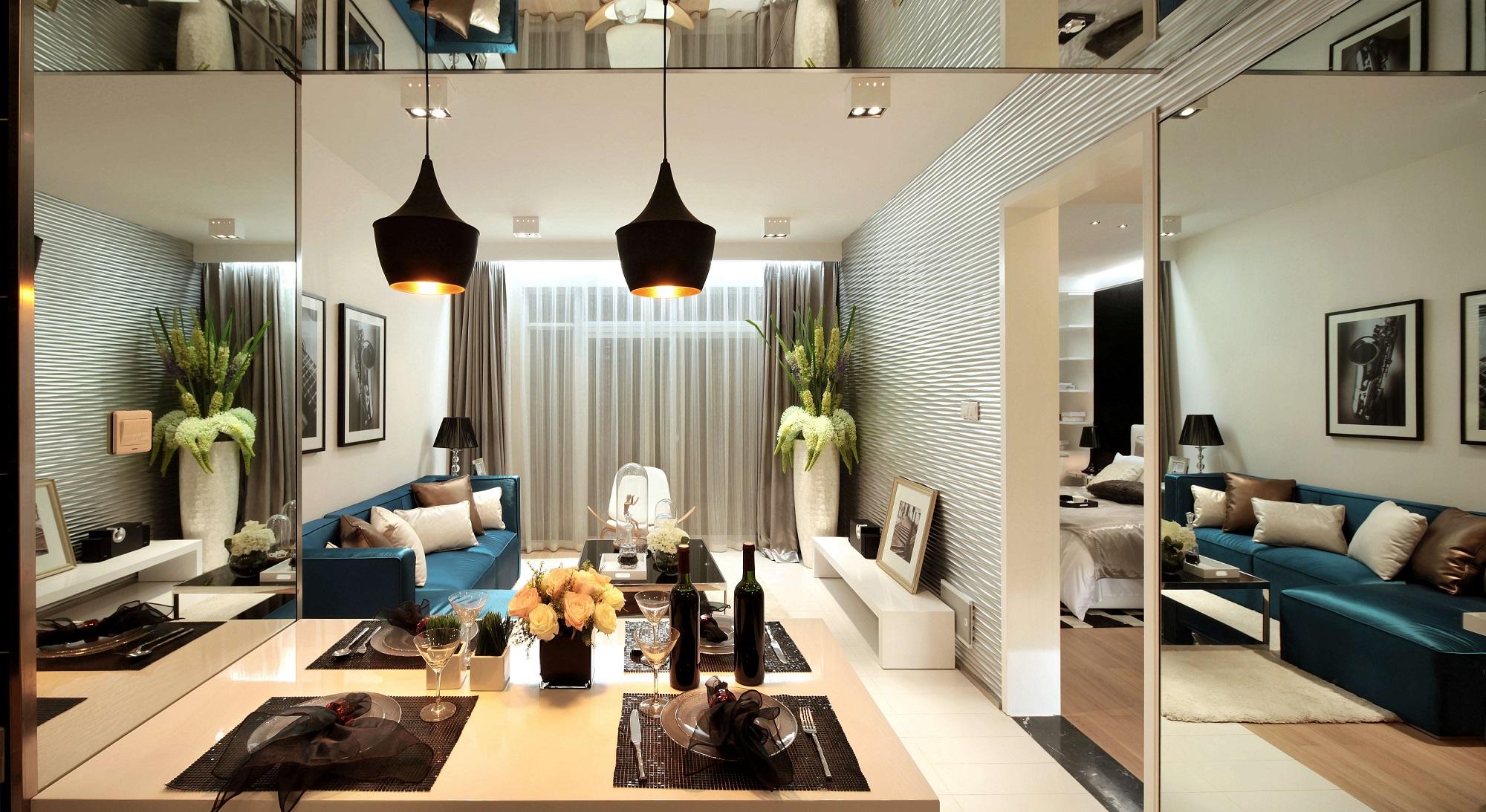 客餐厅一体设计,增强空间互动性,从餐厅望向客厅,摒弃电视装饰的空间似乎更显格调。