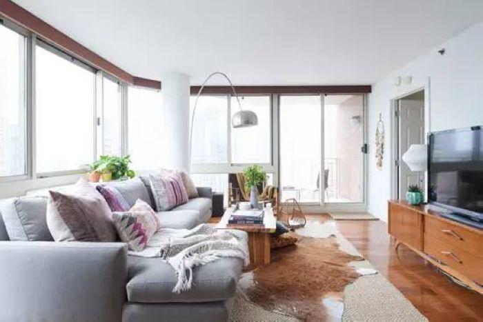 从客厅可以到达阳台,离开封闭的空间,近距离离地与自然空气接触。