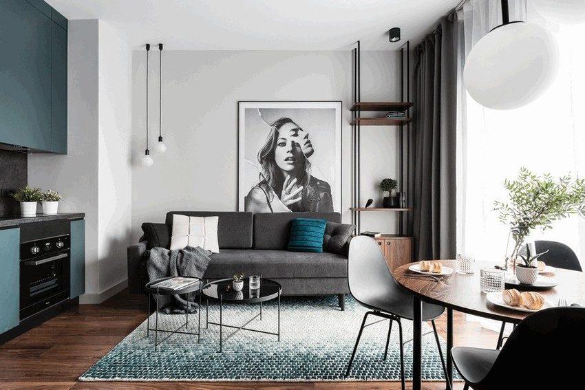 进入客厅,灰蓝色格调渲染过的效果铺满了地面的地摊上。