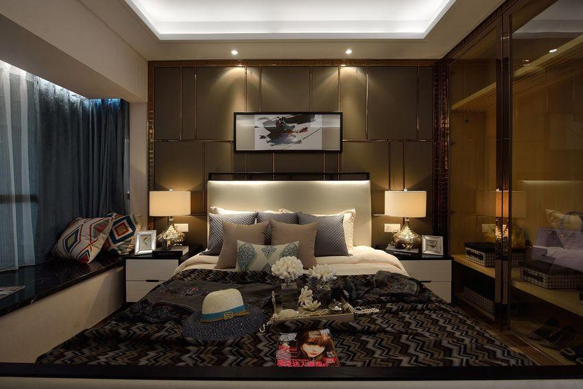 卧室床头背景墙与客厅电视背景墙有异曲同工之妙,除此之外,卧室的布置比较讲究对称,整体看起来简单利落。