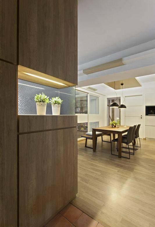 复古砖的地坪材质选用,于玄关处点出北欧风情也带动了空间色彩表现。