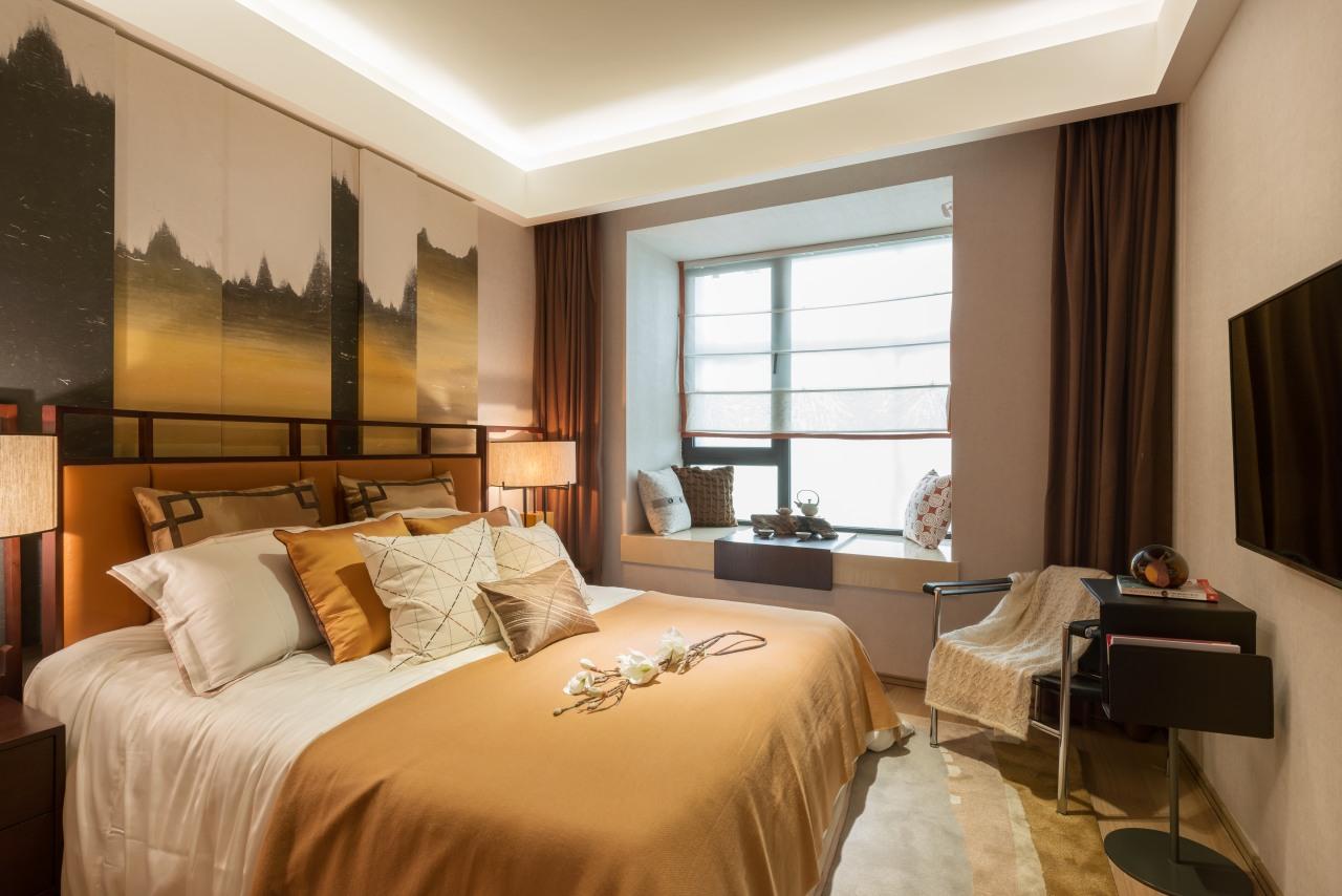 卧室线条流畅,温馨舒适,飘窗简单装扮一下,就是一个很好的休闲区域。