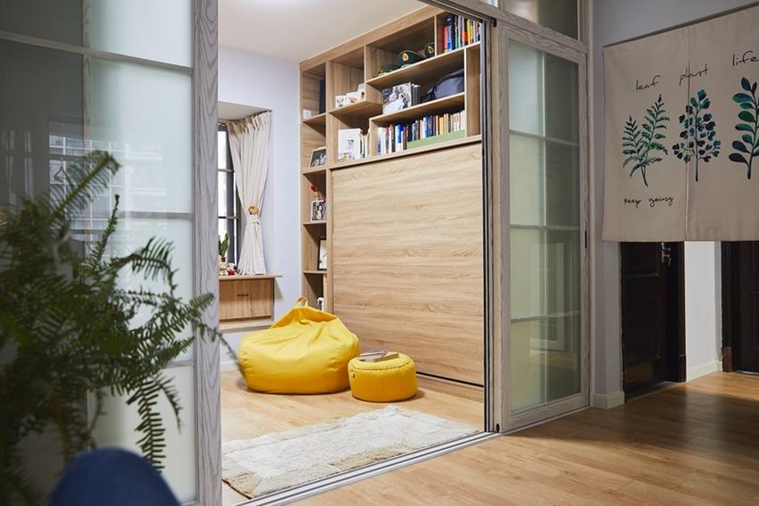 第一眼以为书房做成了禅味的榻榻米,近看才发现它是一个多功能的伸缩空间,书房与小卧室兼容。