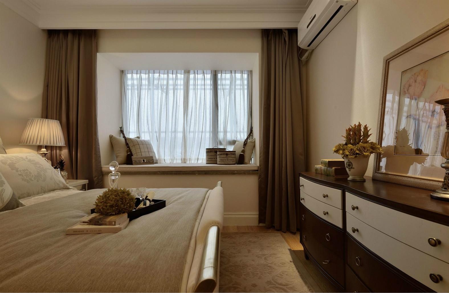 床品和窗帘很好的提高了整个房间的时尚