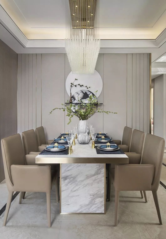 餐厅扪布装饰墙,以简练的浅金线条装饰,凝练出更新的空间气韵,于现代优雅中觅得传统人文的和致之美。