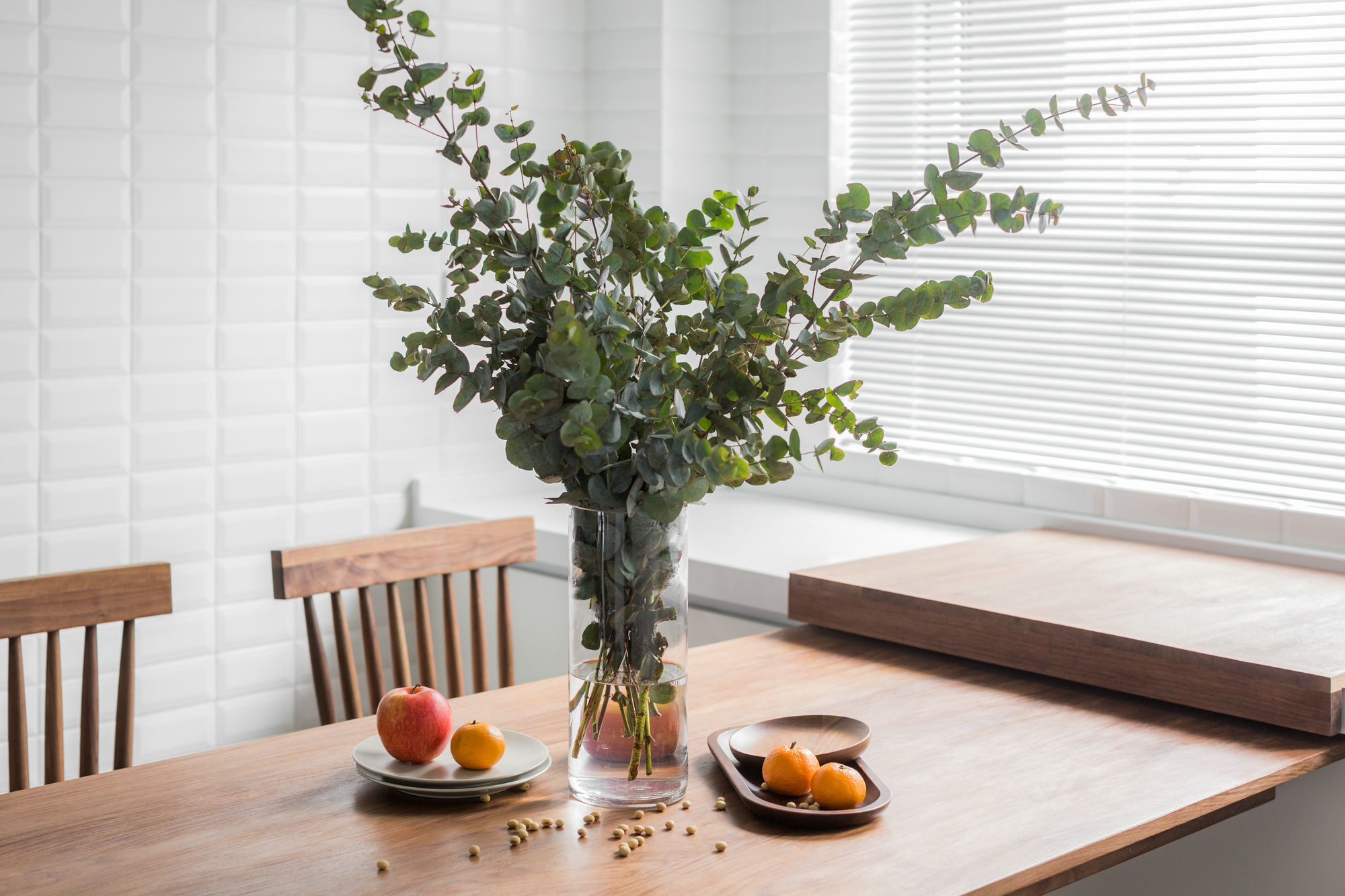 餐桌精致摆放,显得整个厨房绿色环保不是灵气
