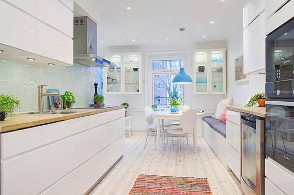 原本以为厨房会做开放式,加上独岛的效果,肯定会很霸气。
