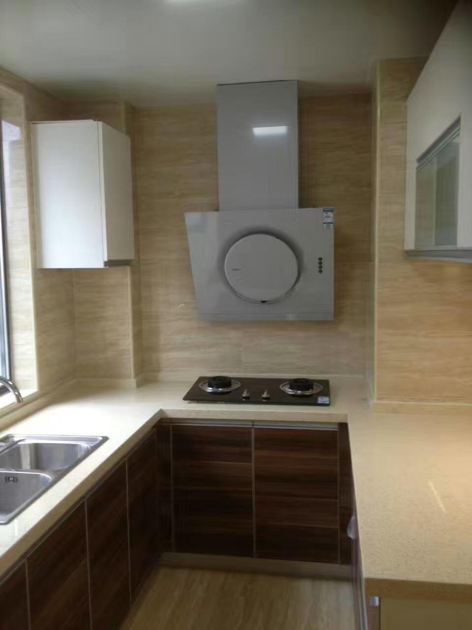 回形橱柜让厨房每个角落的空间得到充分利用。