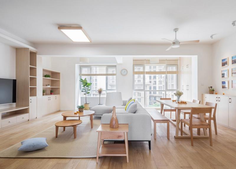 扑面而来的日系风格,标准的日式风格家具和摆设,也让整个空间开阔。