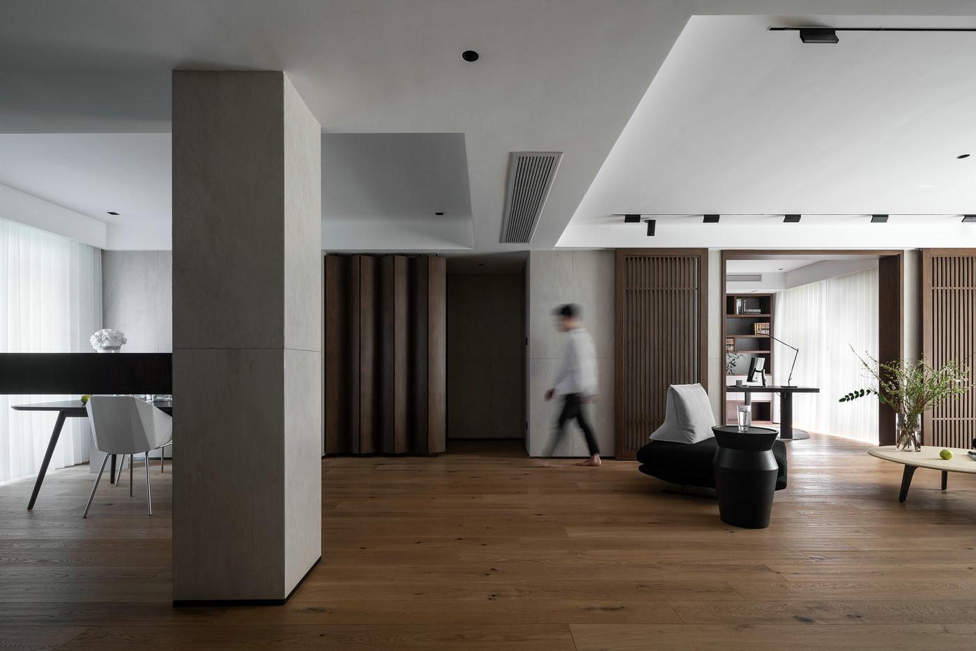 客厅与餐厅保持一定距离,通过距离更好的分割不同功能的空间 以强调家居空间的界限感。