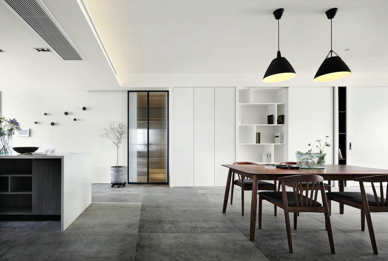板木结合的独特工艺,整体氛围又有着实木家具的高档气息。