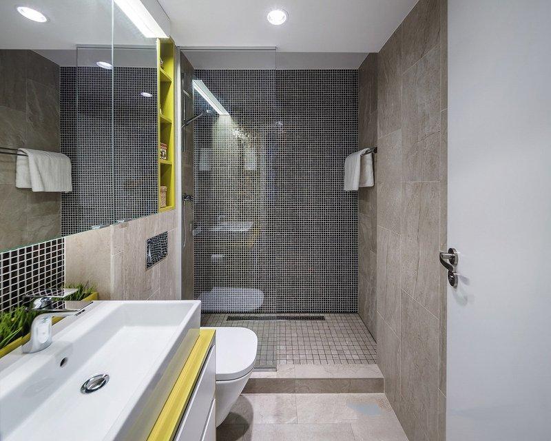 色彩素雅的浴室中,依旧利用黄色调进行点缀,让整个空间的功能区因此紧密相连。