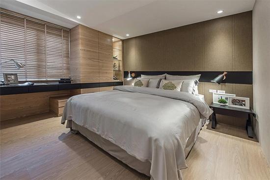 利用木柜及大地色系作设计主轴,替场域形塑休闲氛围。