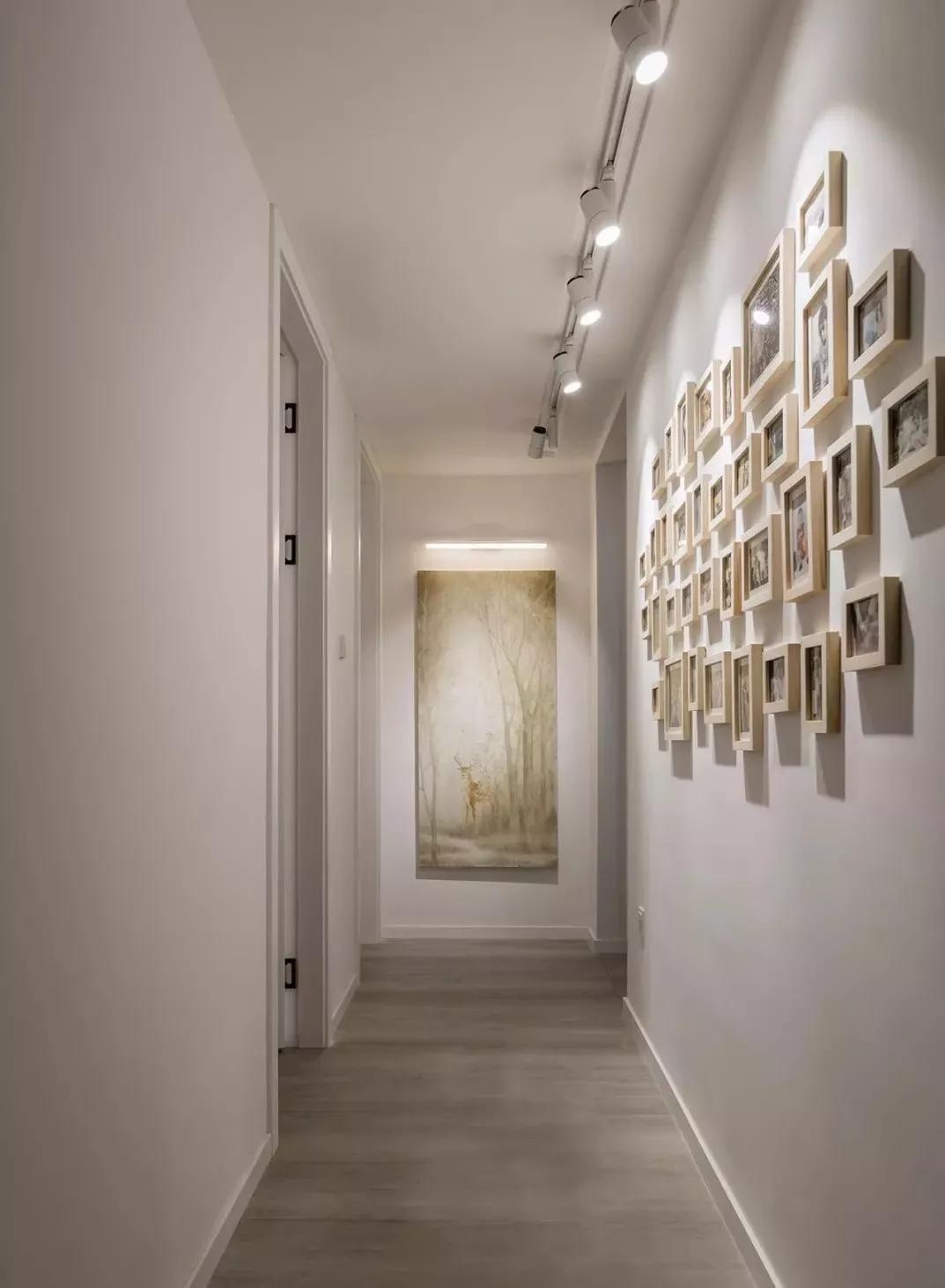 走廊墙面做成照片墙,既不会显得空间太单调,还美观时尚。