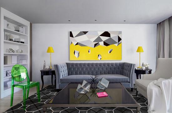 形成了这间超现代灰白公寓里,第一种呼应的逻辑。