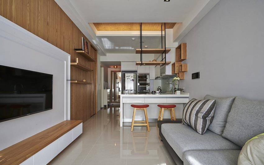 从客厅望向厨房,中间通过小吧台设计隔断,让居室更有空间感。