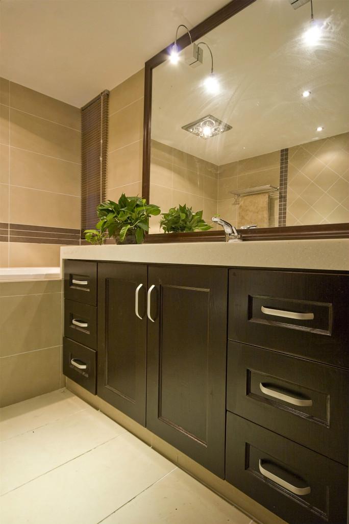 卫生间的空间比干净整洁,选择了干湿分离,卫生间的颜值得以提升。