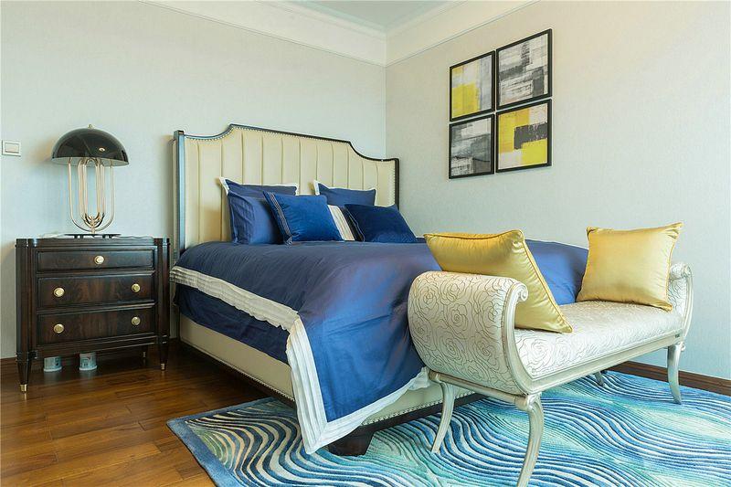 次卧更加简单,没有像主卧那样多余的搭配,主要以舒适为主要方向。