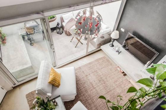 大量混凝土和白色调将这里打造的舒适、惬意,充满了生活气息。
