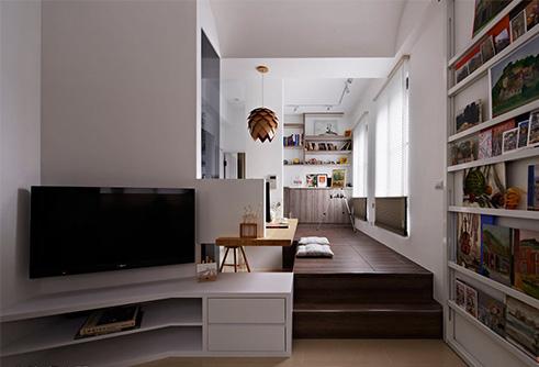 狭长型的房屋格局,经过设计师的合理布局与空间划分,建构出一个动线流畅、穿透明亮的品味居宅。