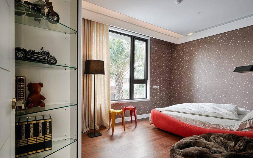 深咖色系的墙面为底,饰以三种色彩的点点风情,结合亮眼的黄橘色系家具,呈现大胆的个性时尚。