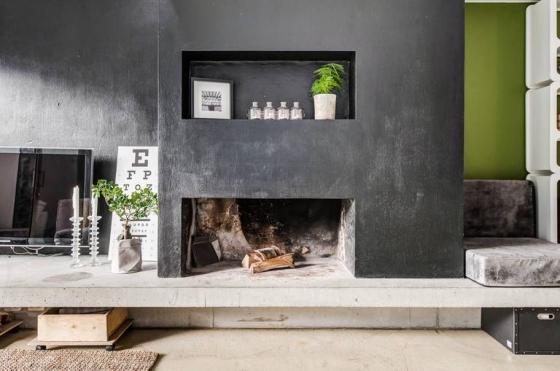 一楼是客厅和厨房区域,用简单的黑白色调搭配界线分明,营造清爽简约的氛围。