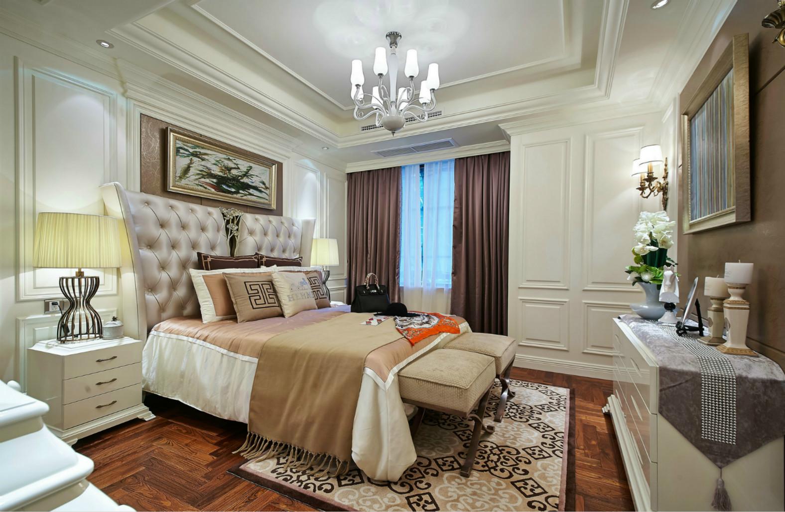 卧室也是很时尚的,白色于棕色搭配,大气又稳重。