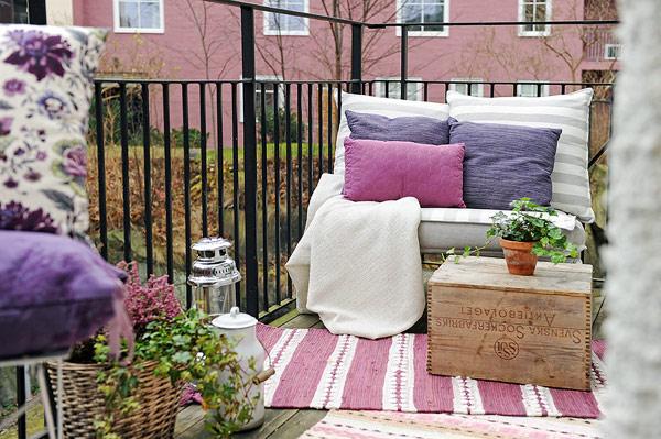 阳台也没有放弃美美的装饰,薰衣草的紫色让人很快放松下来。