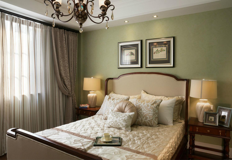 次卧家居的颜色以及材质上都与地板统一在一个色调,整个空间显得和谐而舒适。