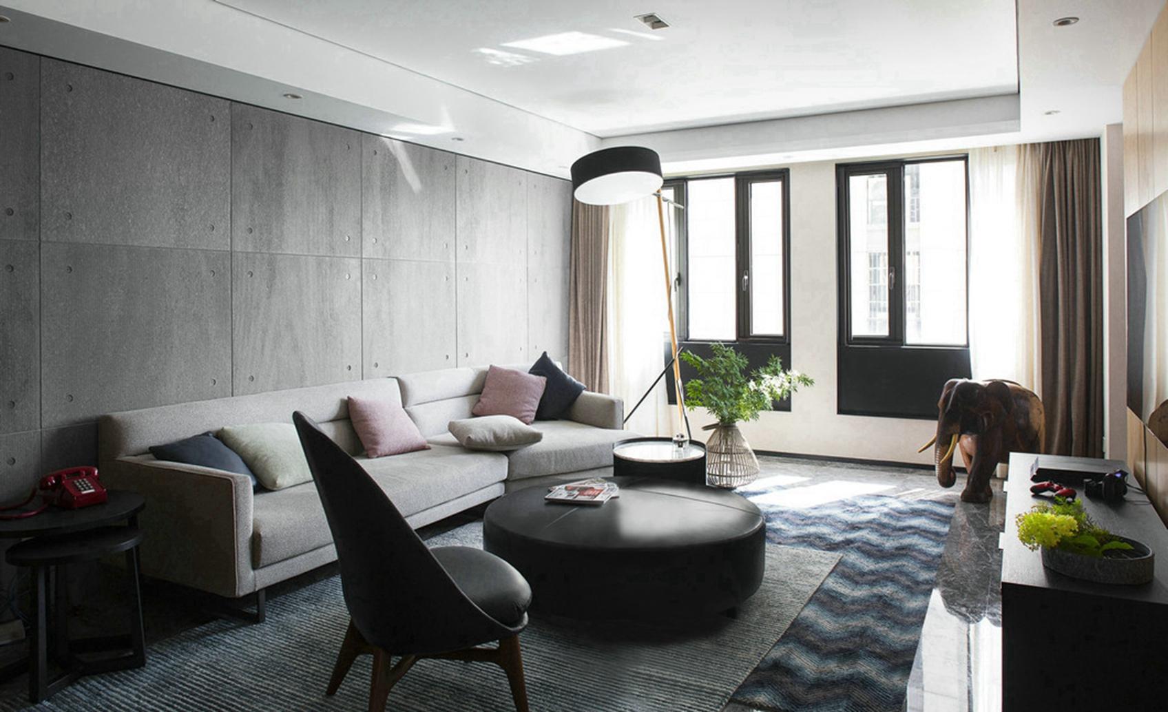 客厅灰色布艺的沙发、皮制的茶几、完美的将时尚与古典融合