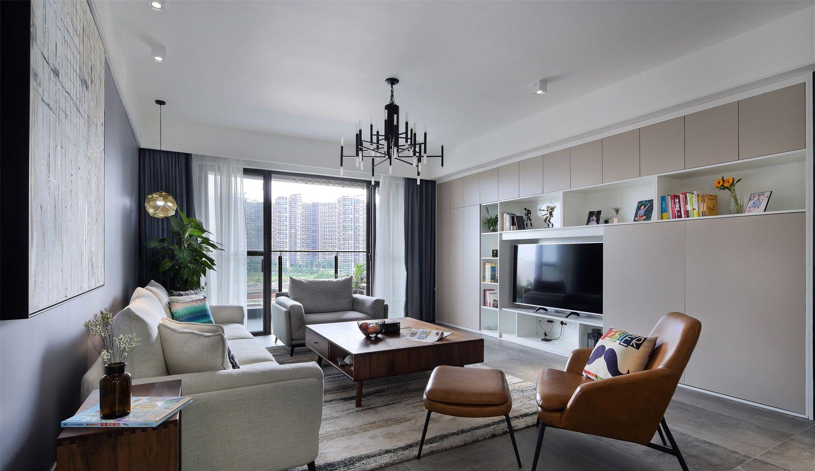 客厅的整体来看,采用了浅色的装饰色调,这种浅色色调能够让人感觉到空间的开阔和明朗