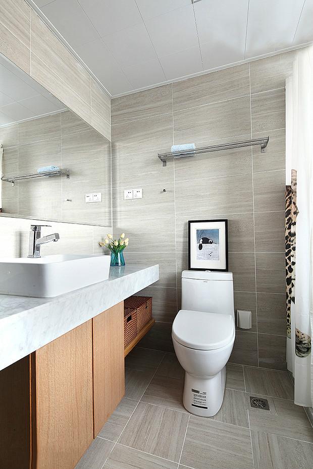 卫生间使用遮布很好的做了干湿分离,整体干净整洁