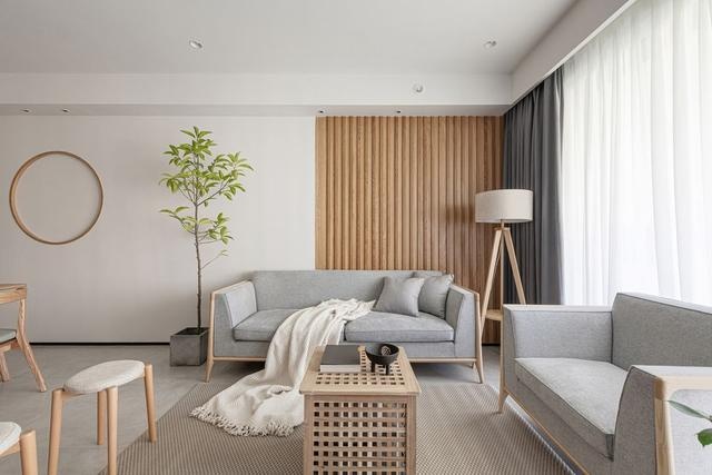 客厅设计感十足,在简约风格的基础上,利用了线条、色彩等元素,加大了客厅整体的设计感。