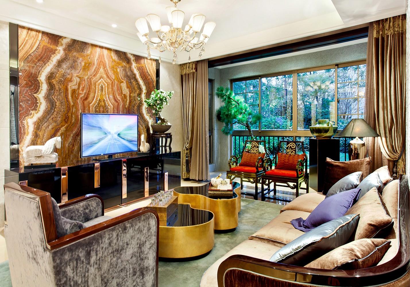 客厅进门看到的全景角度,单是这满面墙的好的配色不仅让人看着舒服,也能更好的突出主题。